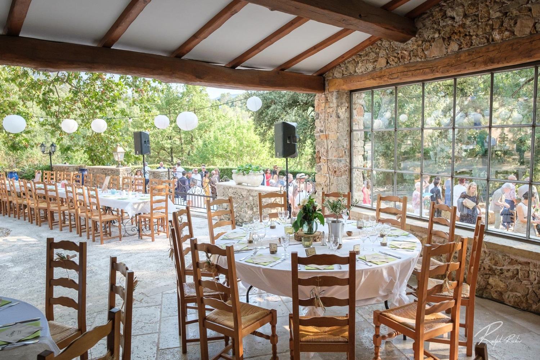 repas en terrasse-fete de famille-comite d entreprise-anniversaire-provence