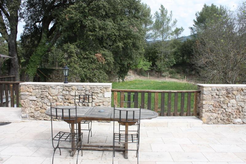 location-provence-piscine-nature-domaine