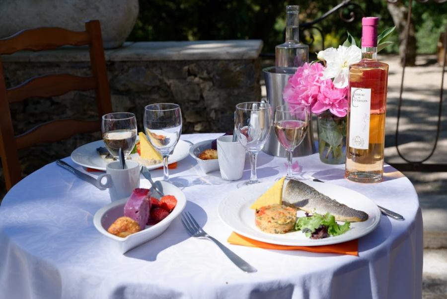 retaurant-table-vin-chateau-de-cancerilles