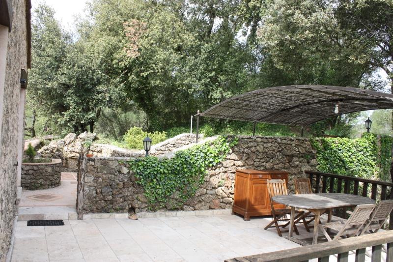 terrasse-chambre-hotes-vacances-circuit-castellet